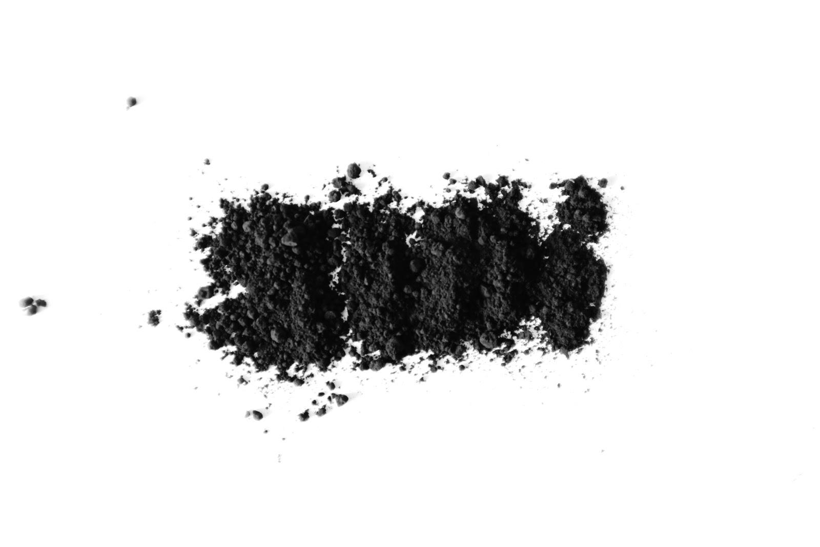 Polvo de carbón activado.