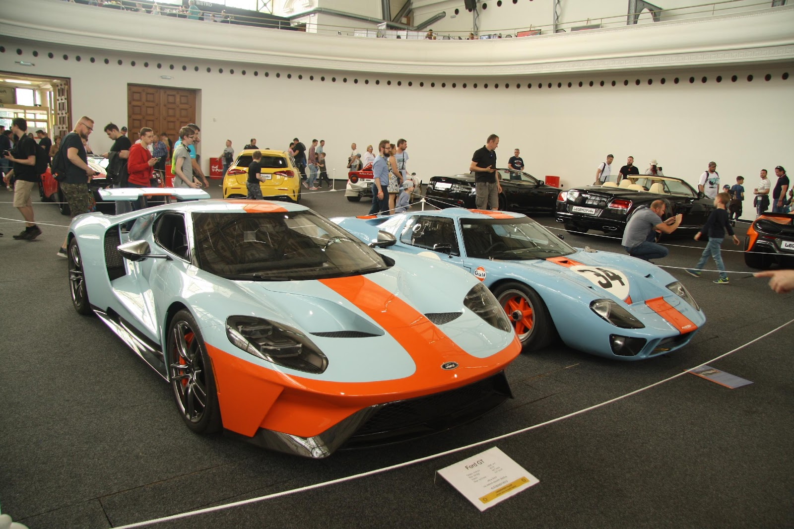 File:Ford GT 2018 and Ford GT 1968 at Legendy 2019 in Prague.jpg ...