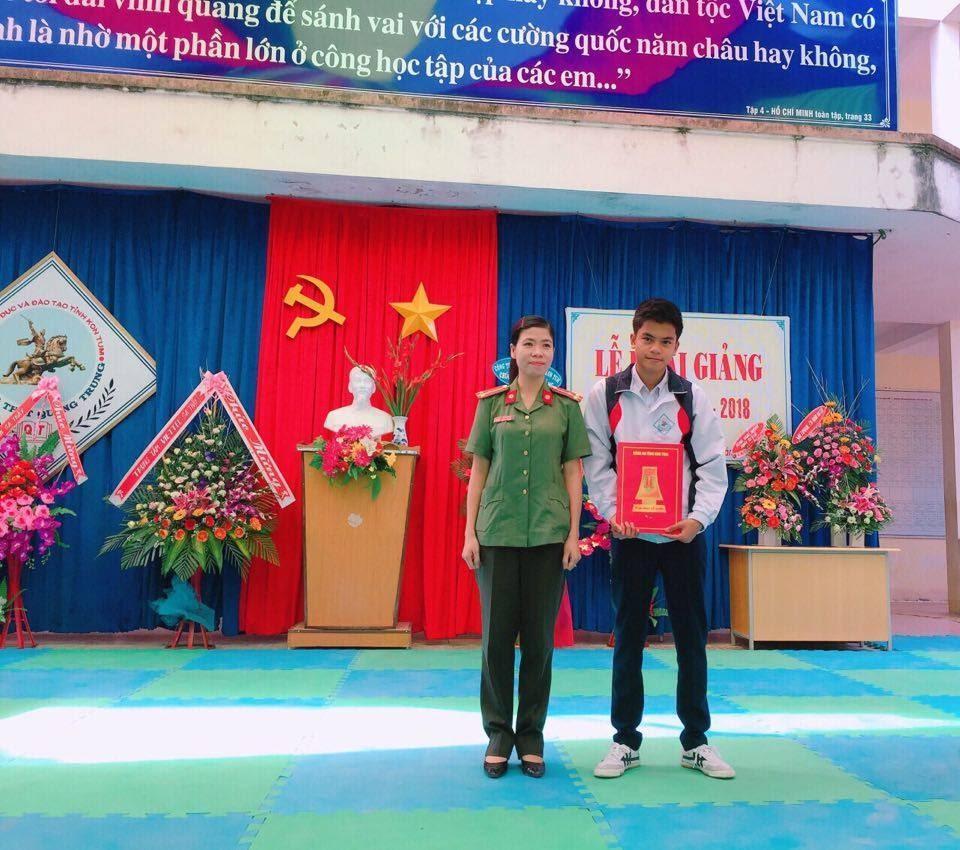 Description: D:anhtang qua truong Quang trung.jpg