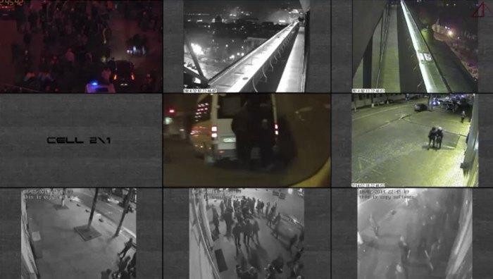 Стоп-кадр з відеосинхронізації Jus Talionis 22-45. У центрі - мікроавтобус, з якого тітушкам видавали 'знаряддя'.