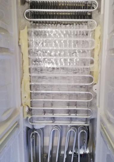 не оттаивает холодильник