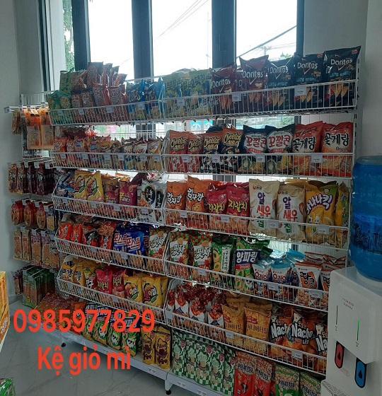 Kệ siêu thị giỏ mì