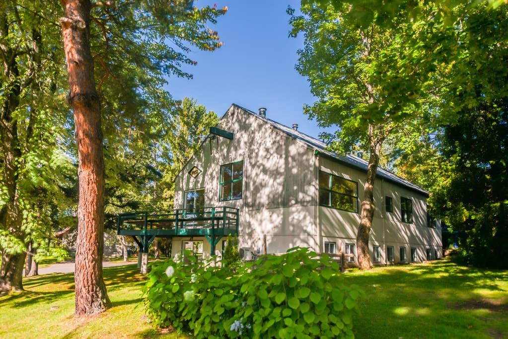Cottages for rent with 6 bedrooms and more in Quebec #18