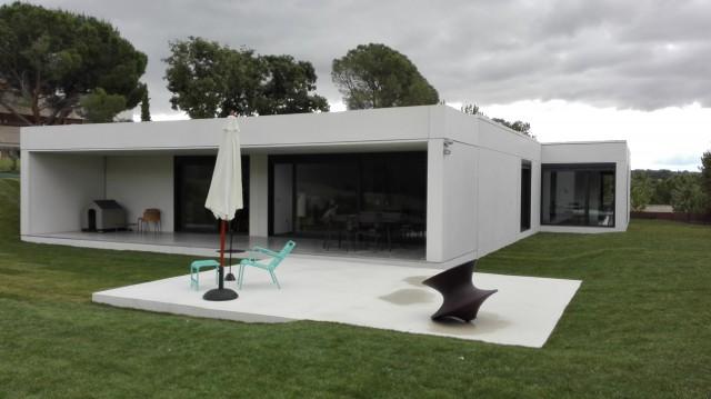 casa-prefabricada-hormigon-moderna