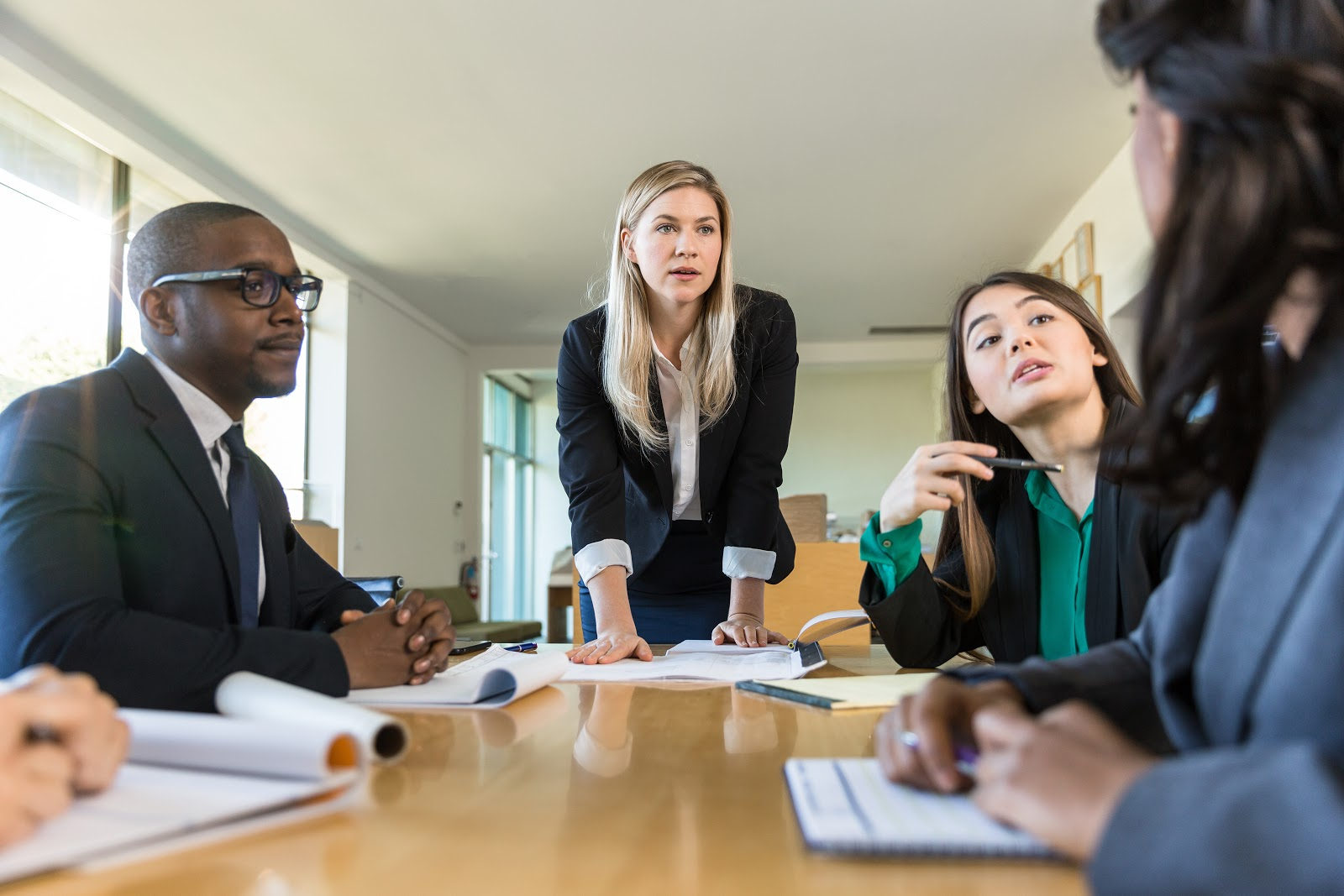 how to start a nonprofit organization: people on a corporate meeting