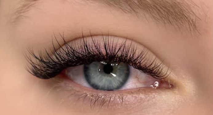 What Are Hybrid Lashes Extensions