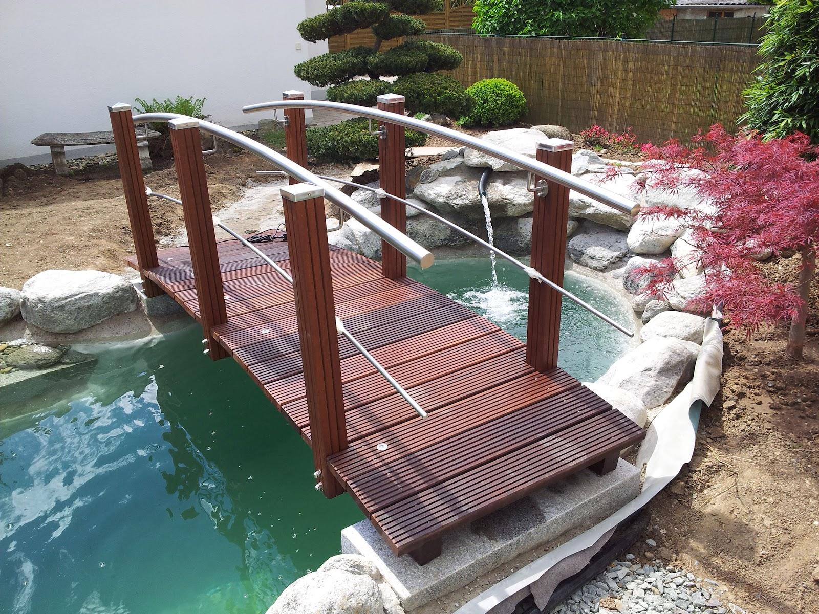 Teichbrücke mit beidseitigen Geländer