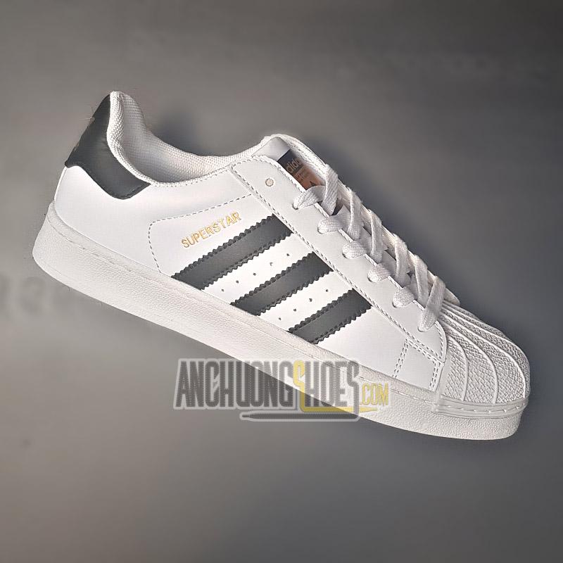 2b8bb17fe9ac 4 lý do khiến bạn nên sử dụng giày thể thao mỗi ngày  Dễ dàng kết hợp với  mọi item thời trang
