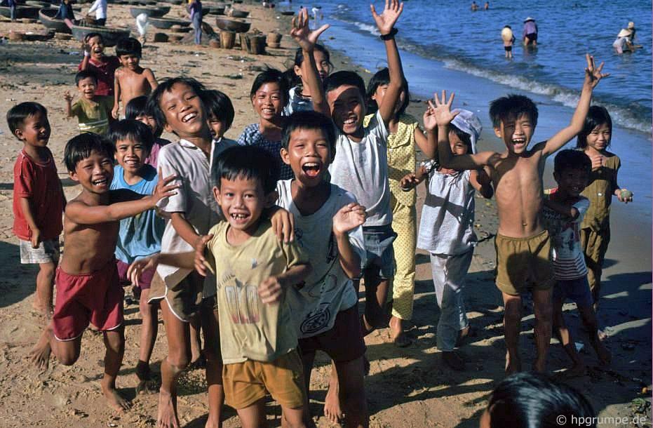 Qui Nhơn - trẻ em trên bãi biển