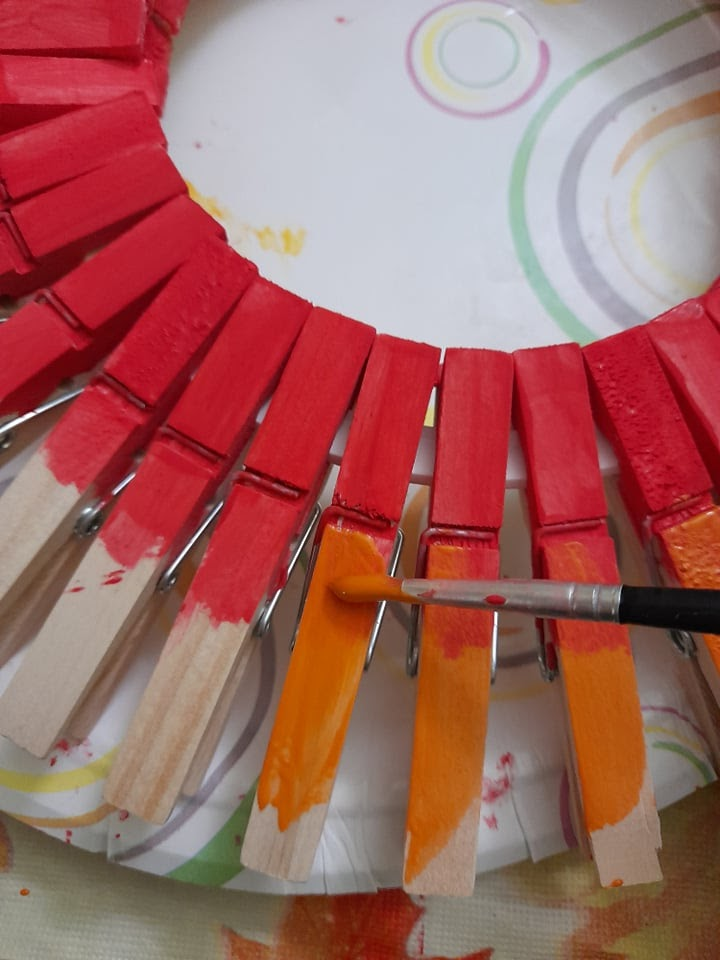 adding a second color to your clothespin wreath
