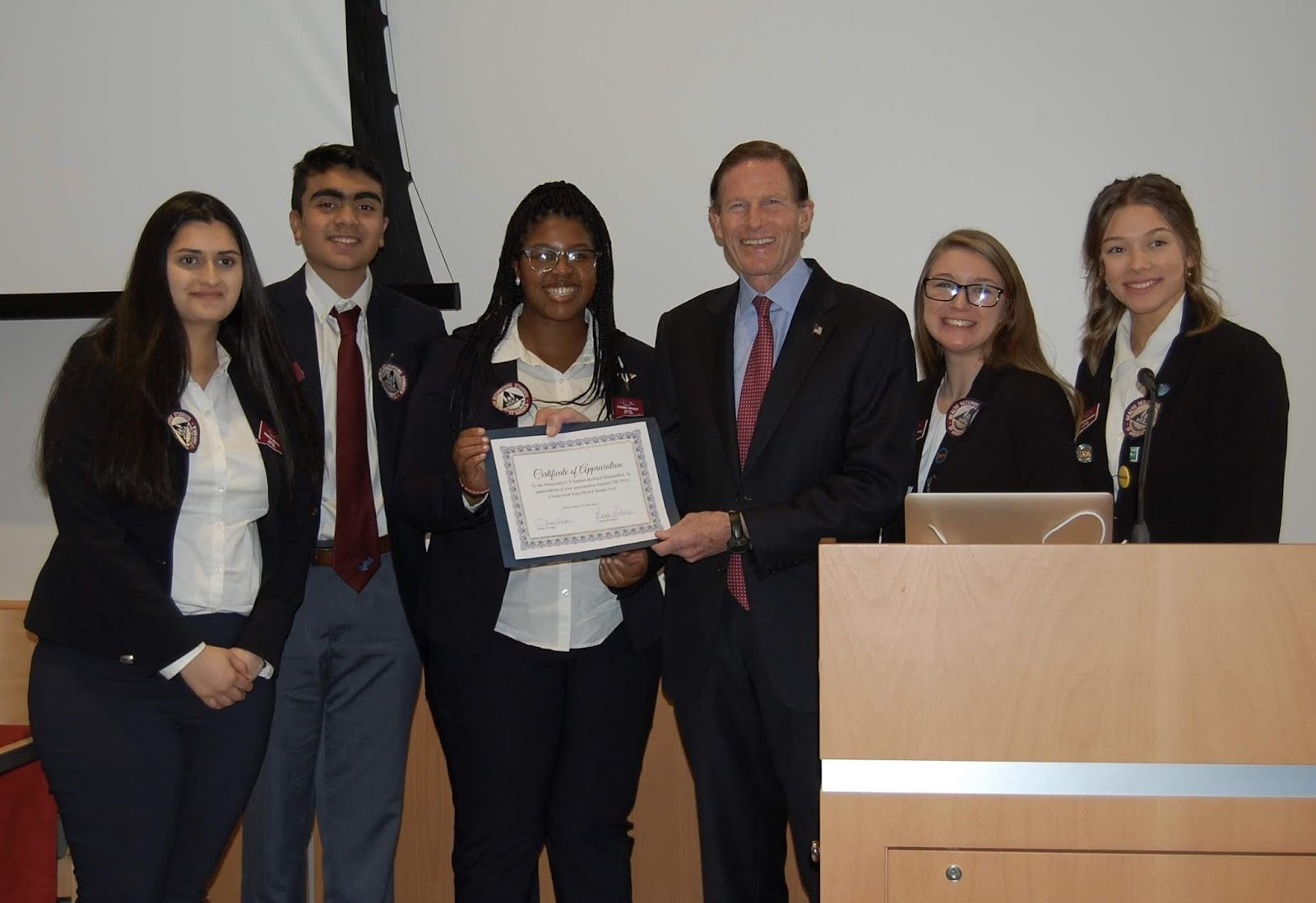 Senator Blumenthal Joins Students for Connecticut Tobacco