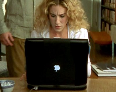 Sarah Jessica Parker uses a Macintosh laptop in the show Sex in the City with the Apple logo upside down.