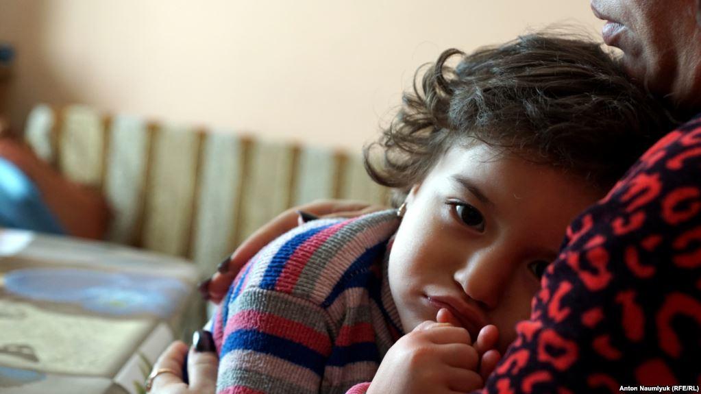 Усние Аметова, дочь убитого крымского татарина Решата Аметова