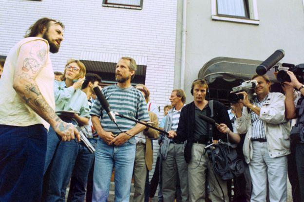 Ханс-Юрген Рёснер беседует с журналистами в Бремене