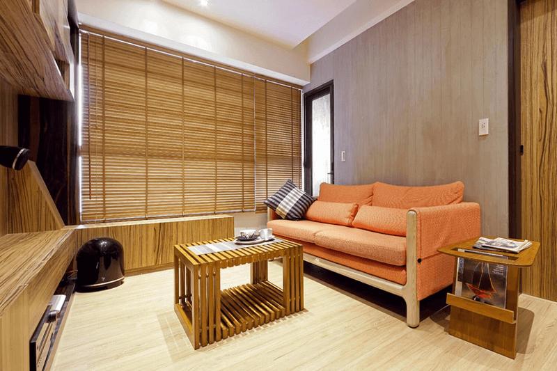 運用大量木質裝潢搭配實木傢俱與木地板提升整體空間質感