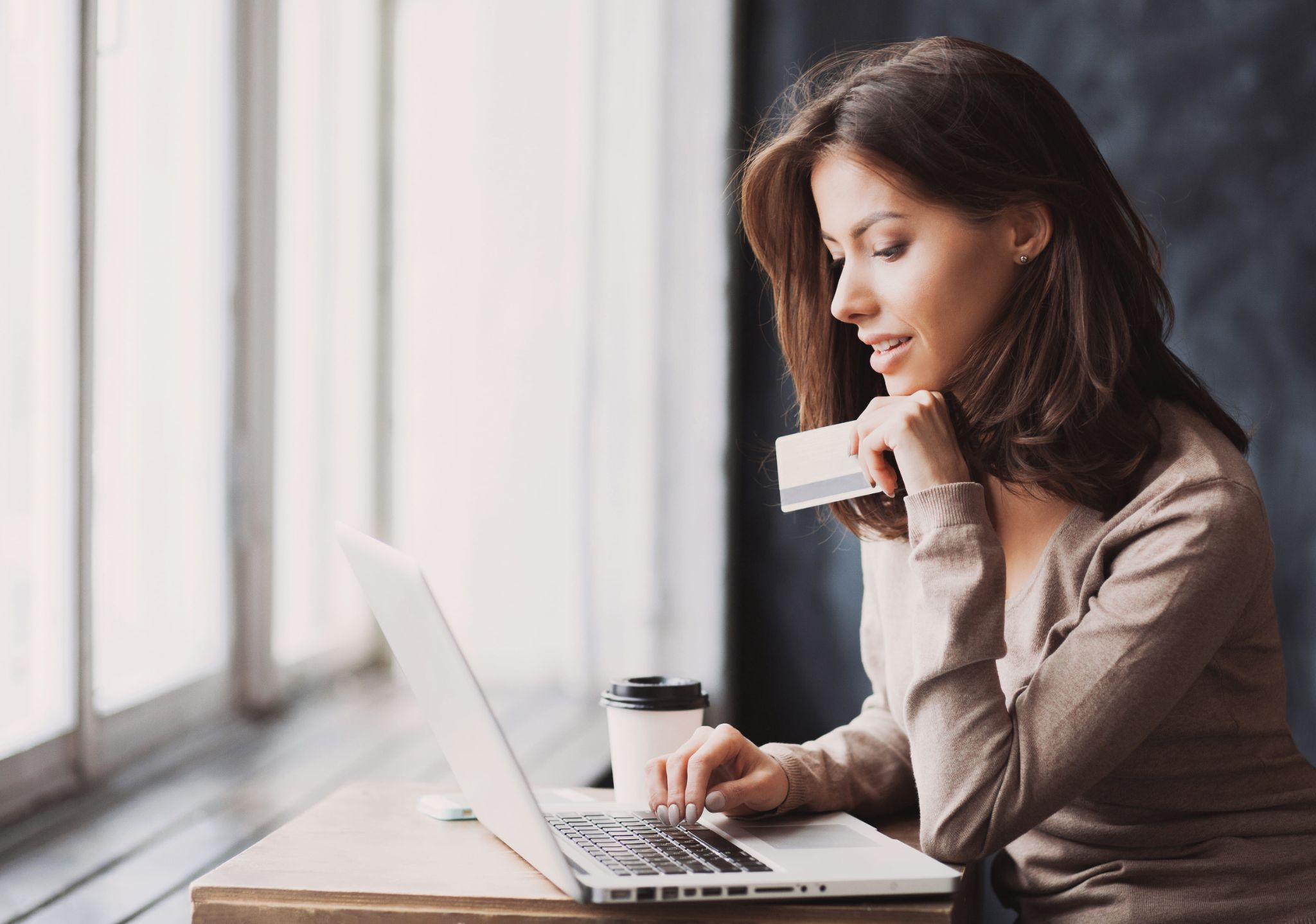 Loja de roupa feminina on-line ou fisica