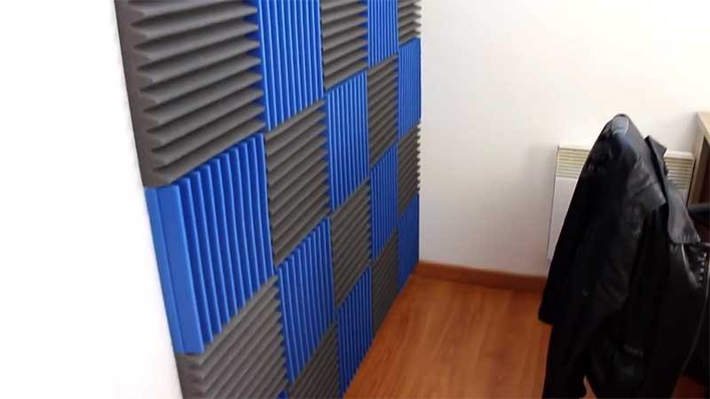Cara membuat apartemen kedap suara dengan panel wedges
