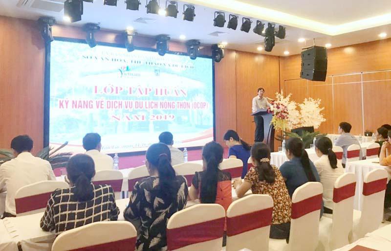 Trang bị kỹ năng dịch vụ du lịch nông thôn (OCOP) huyện Tân Lạc
