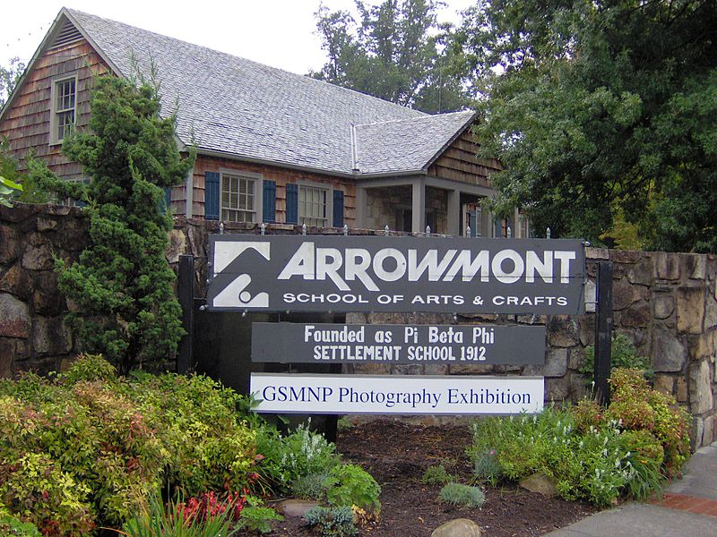 File:Arrowmont-parkway-entrance-tn1.jpg
