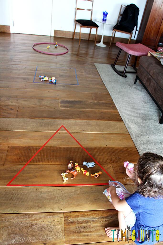 Um brincadeira para ensinar formas geométricas para os pequenos.