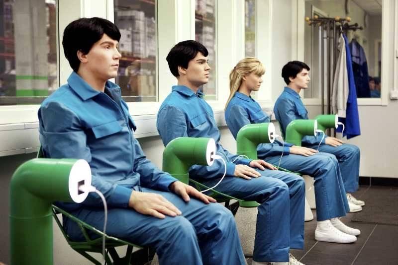 http://seriestv.blog.lemonde.fr/files/2012/07/Real-Humans.jpg