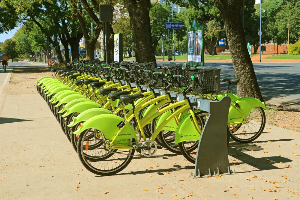 Somente no Brasil, ciclistas reduzem emissões de CO2 em quase 400 mil toneladas por ano. (Fonte: Shutterstock)