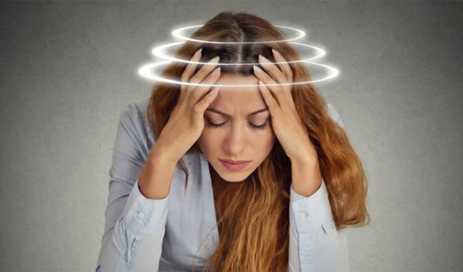 Hoa mắt là triệu chứng bệnh thoát vị đĩa đệm cột sống cổ