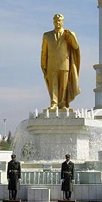 _42376055_statue203ap.jpg