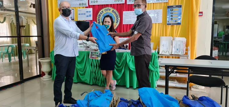 Distribution of the drawing kits to the Baybay City Division
