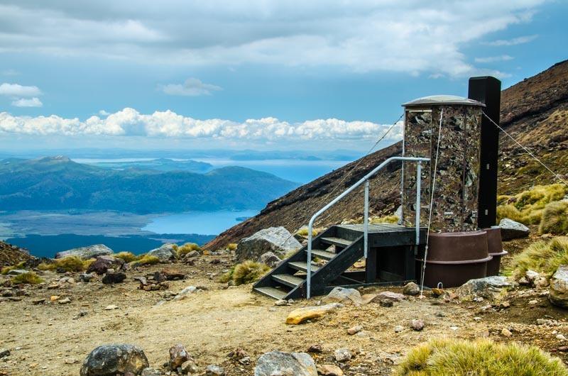 Tongariro Alpine Crossing nabízí toalety každých pár kilometrů
