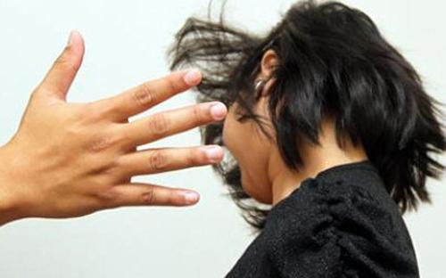 Không nên tha thứ khi chồng thường xuyên đánh đập dù phản bội vợ nhiều lần