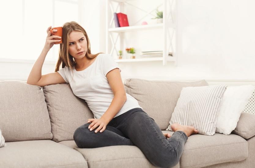 koltuk, kişi, oturma, iç mekan içeren bir resimAçıklama otomatik olarak oluşturuldu