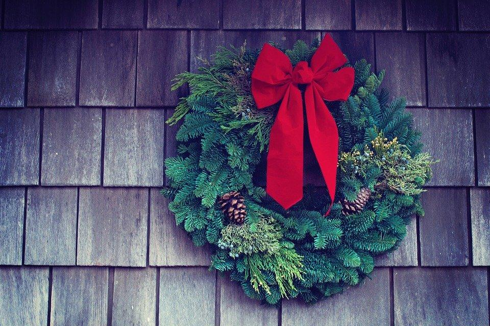 Wooden, Wall, Green, Red, Ribbon, Christmas, Wreath