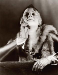Nošení rukavic v roce 1920