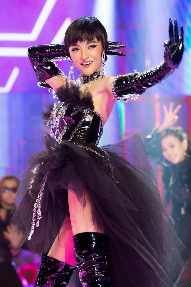 Vũ điệu OK của Lona Kiều Loan được hot TikToker người Nga cover gây 'sốt' ảnh 1