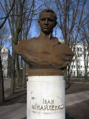 Пам'ятник Вані трохи не дожив до декомунізації: прибрали, коли будували нову Мироносицьку церкву