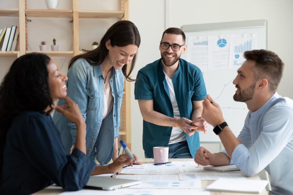 Quanto mais a equipe estiver integrada, mais será possível ter resultados no processo de venda. (Fonte: Fizkes/Shutterstock)