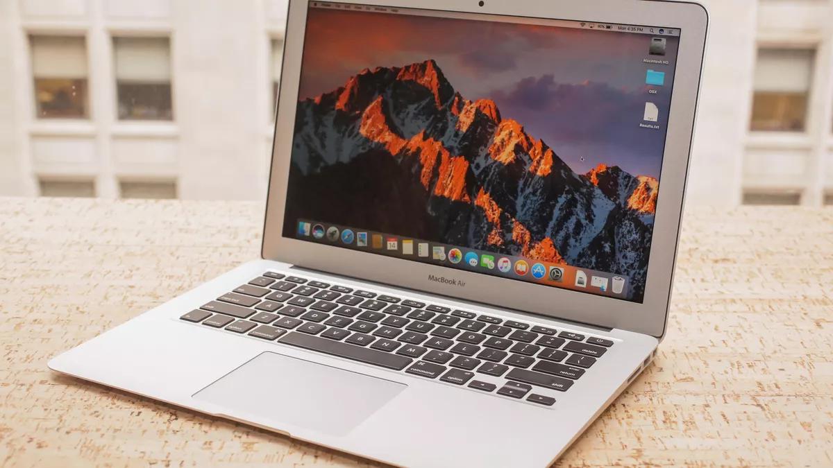 Macbook Air sở hữu thiết kế siêu mỏng và siêu nhẹ