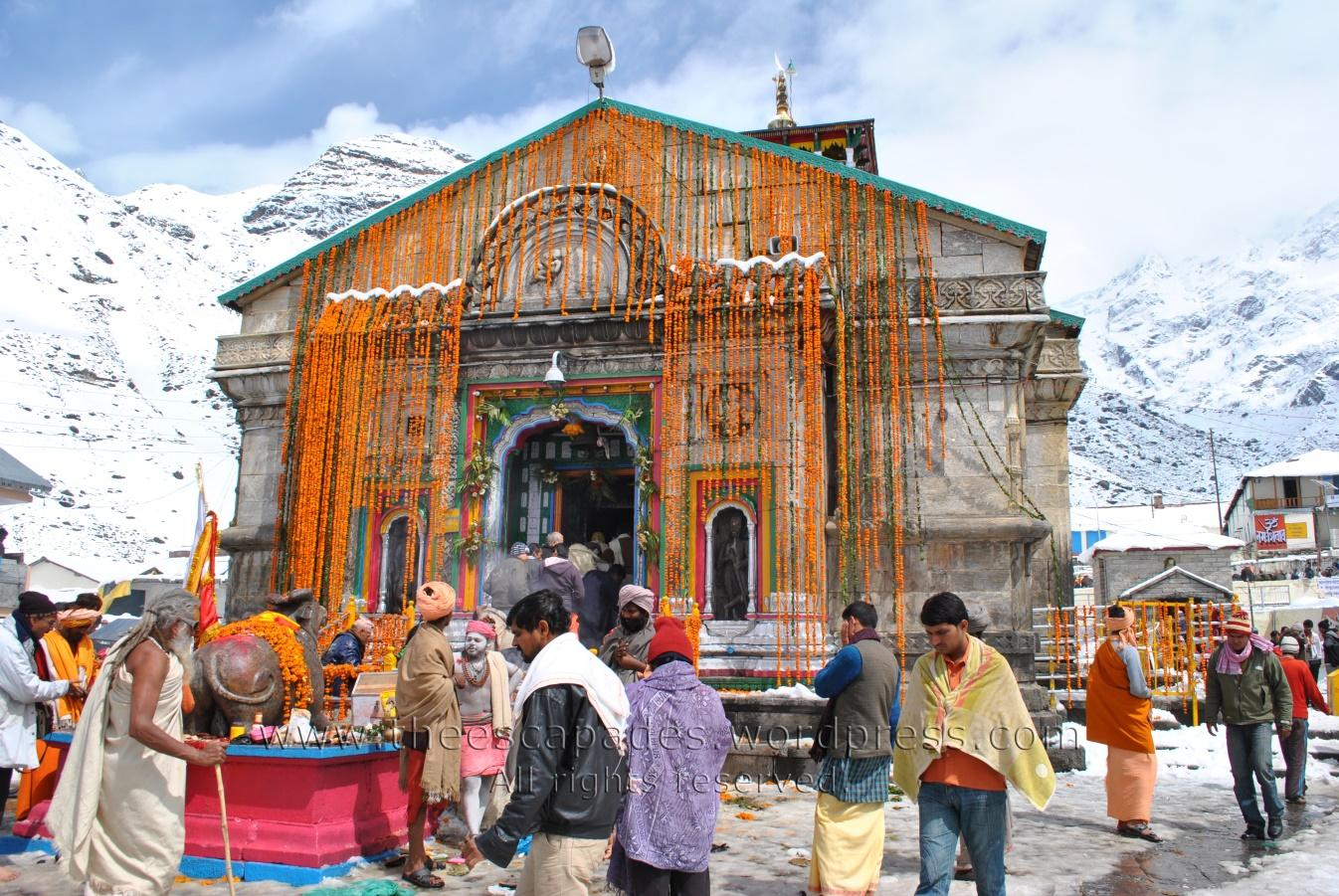 https://theescapades.files.wordpress.com/2012/06/devotees-kedarnath1.jpg