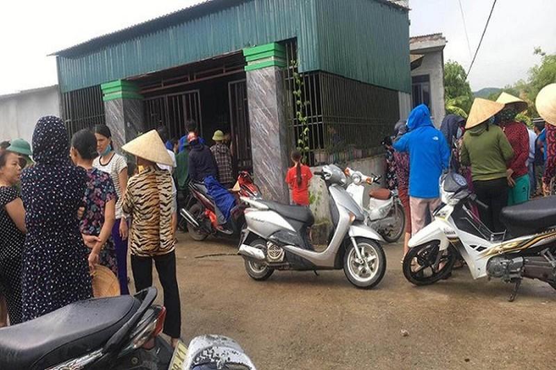 Người mẹ tẩm xăng tự tử ở Hà Tĩnh: 3 con nhỏ tử vong, bản thân sống sót - Ảnh 1