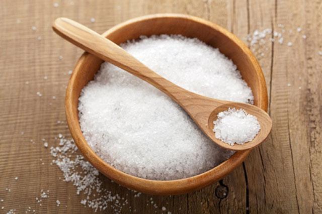 Ngâm mông bằng nước muối được xem là lựa chọn đơn giản nhưng hiệu quả tại nhà