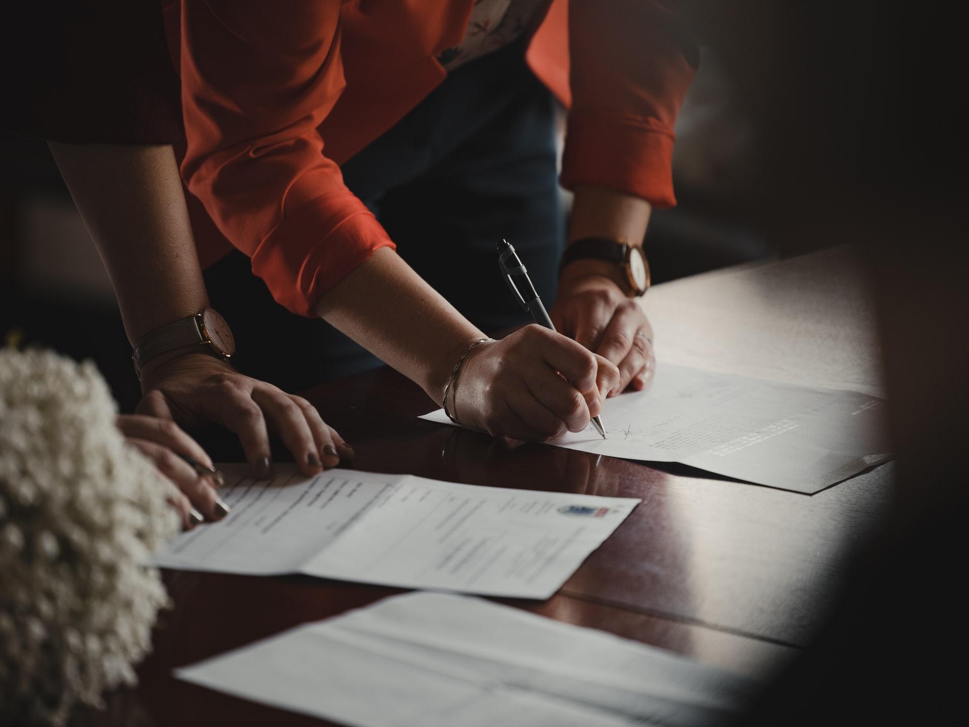 Contratos assinados após a conclusão das vendas.
