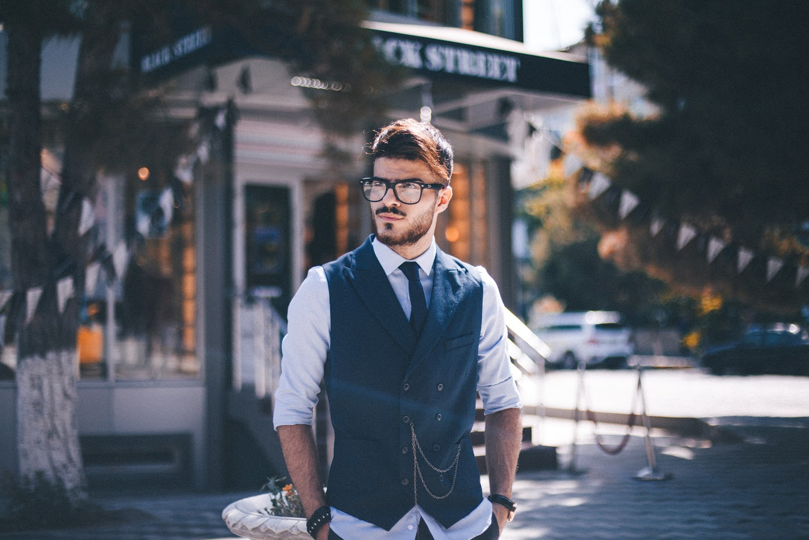 What is a narcissistic man like? (12 Tips)