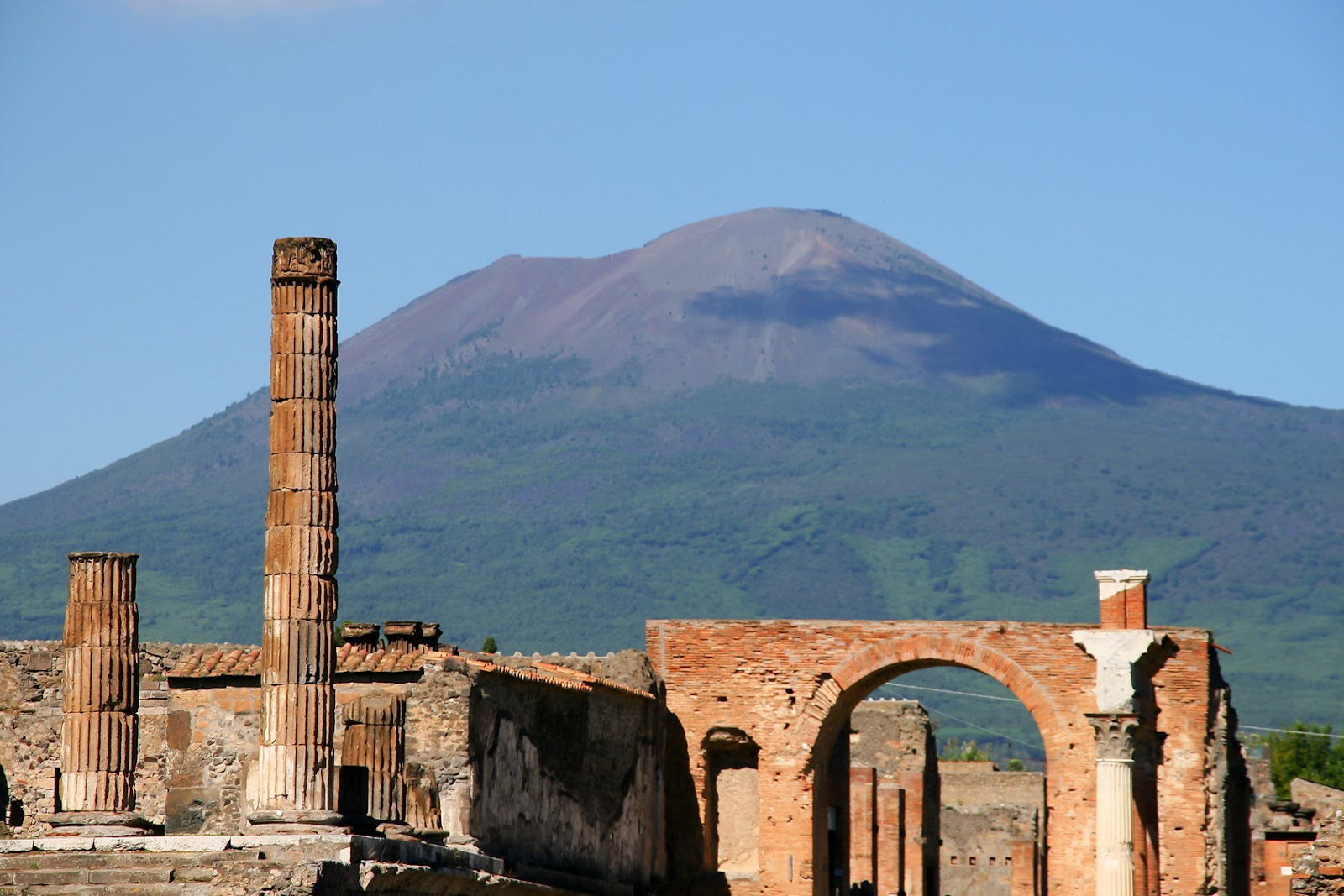 Pompeii and Mt Vesuvio.jpg