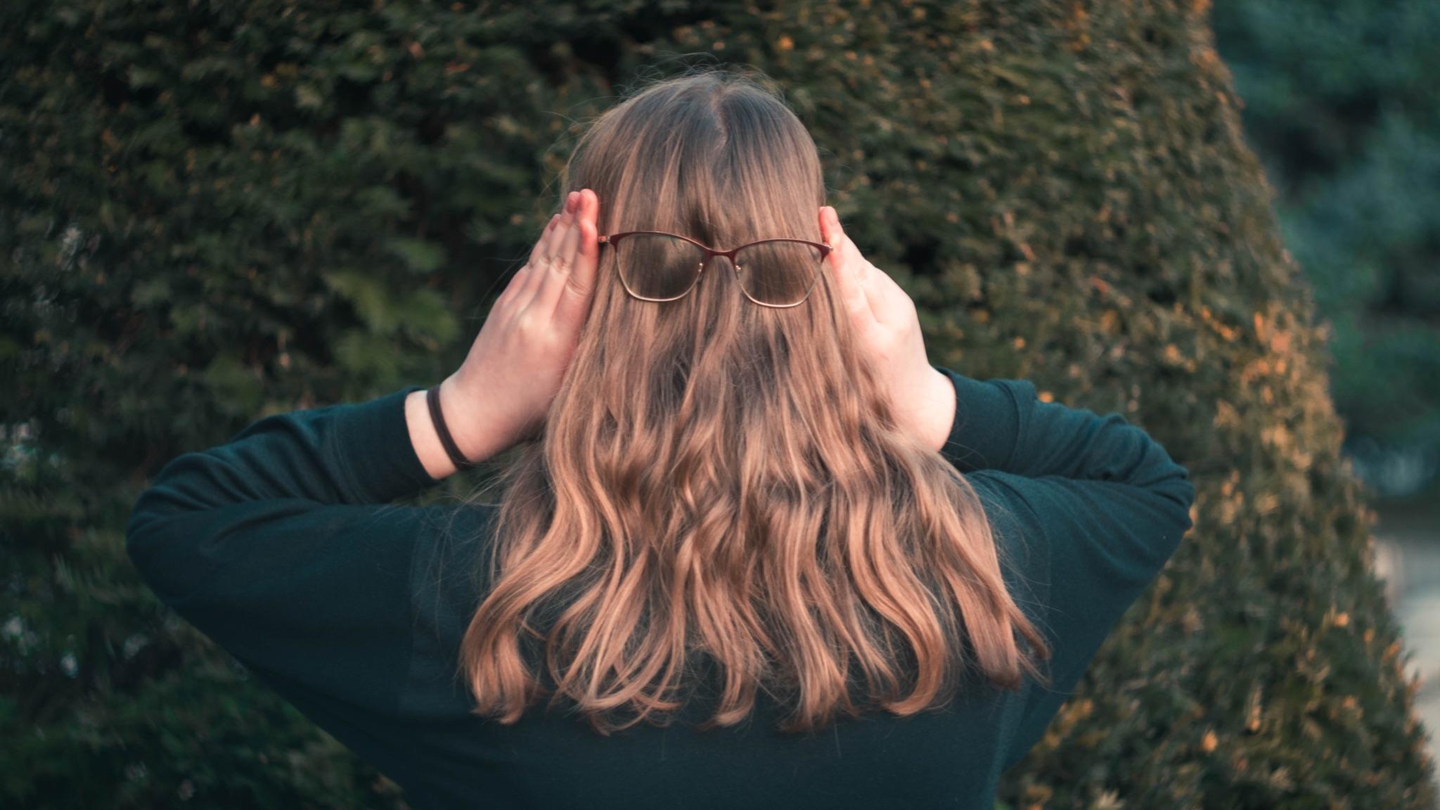 印象が変わる!髪色で選ぶメガネフレーム