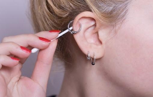 Xỏ đúp ở thùy tai trên (Upper Lobe)