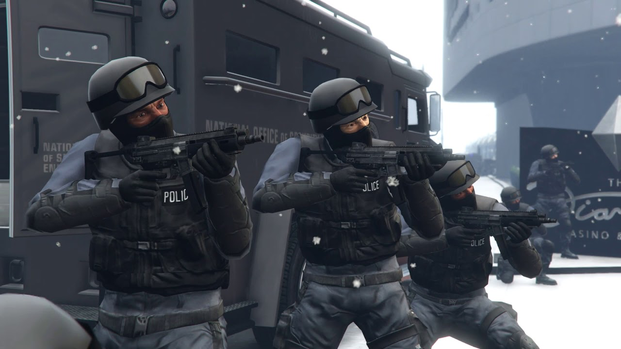 Bei maximalem Fahndungslevel machen NOOSE Polizisten auf dich Jagd