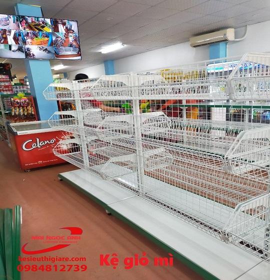 kệ bán hàng siêu thị giỏ mì