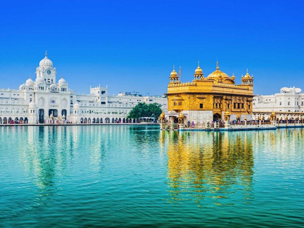Lăng mộ Humayun là nơi chôn cất hoàng đế thứ 2 của Ấn Độ có tên Mughal. Lăng mộ trông giống như một cung điện với kiến trúc tinh tế. Đây cũng chính là nguồn cảm hứng để xây dựng đền Taj Mahal sau này.