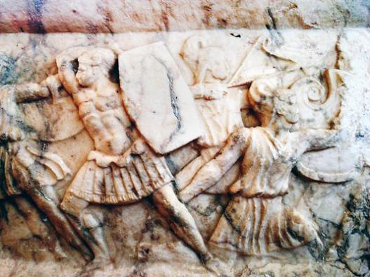 C:\Users\NF\Desktop\ΠΕΡΙ ΝΙΚΟΠΟΛΕΩΣ\Marble Statue base, with Amazon Battle. Nikopolis Museum. Photo Harry Gouvas 02.JPG